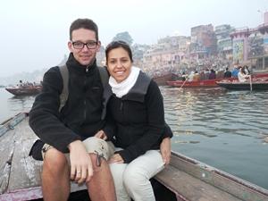 Paar bei Bootstour in Varanasi