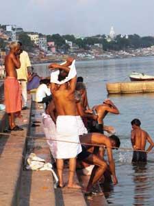 Badende im Ganges, Varanasi