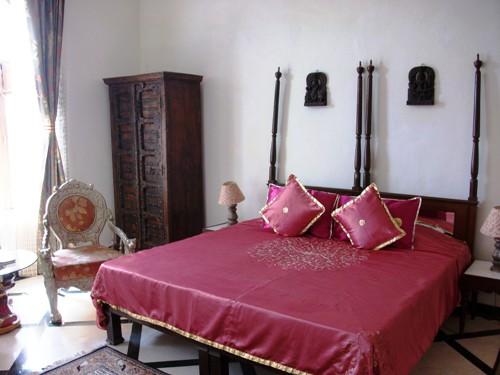 Komfortable Zimmer im Fort Barli auf Rundreise durch Nordindien