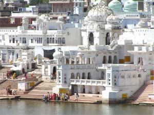 Schöner ausblick auf den Pushkar- See bei Rajasthan Reise