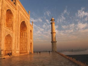 Das Weltwunder Taj Mahal in der Abendsonne