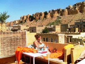 Ein Drink mit Blick auf das Jaisalmer Fort