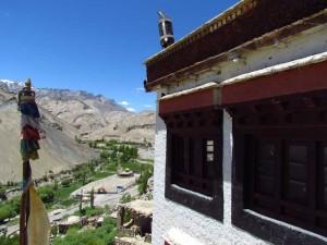 Unterwegs besuchen die auch das Lamayuru Kloster mit spektakulärer Lage.