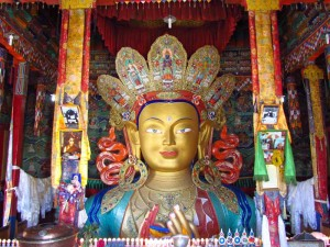 Bunt bemalter Buddha in Thiksey