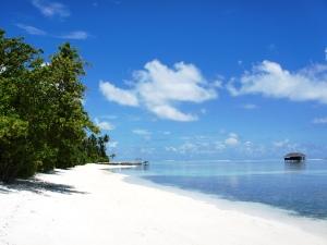 Weiße Stände der Malediven