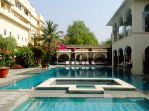 Blick in die Unterkunft mit Pool in Jaipur