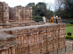 Inder auf Tempel