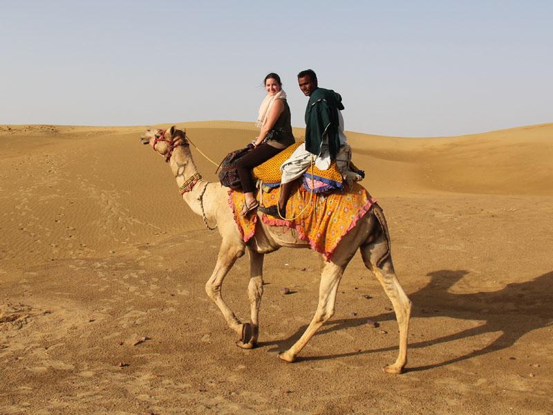 Auf dem Kamel durch die Wüste von Jaisalmer auf Indien Rundreise