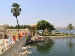 Entspannen Sie in Udaipur auf einer Insel im Pichola See bei Ihrer Indien Rundreise