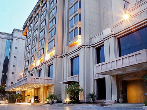 Modernes Äußeres des Hotels