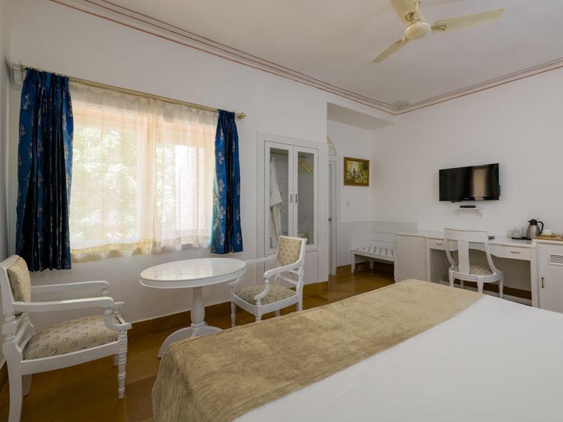 Ein Zimmer im Komforthotel in Jaisalmer bei einer Gruppenreise in Nordindien.
