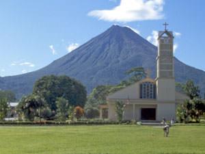 Uitzicht op de Arenal vulkaan