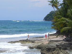 Manzanilla strand voorbij Puerto Viejo Costa Rica