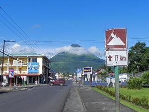 op naar de Arenal vulkaan