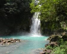 Wandelen naar de waterval