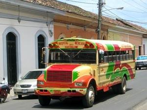 costa-rica-leuke-weetjes-kleurrijke-bus