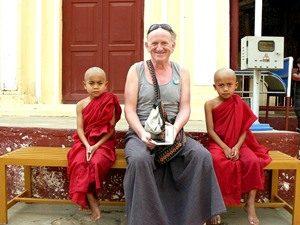 buddhistische-junge-mönche-pagode