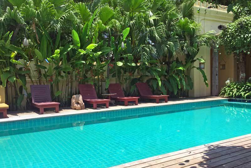 Hotel mit Swimmingpool im Tal der Tempel von Bagan
