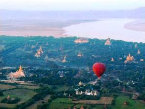 Mit dem Ballon über dem Tal der Tempel