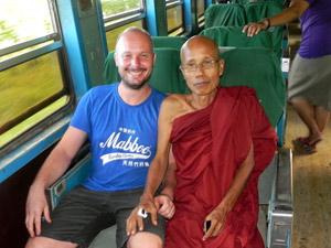 Rückfahrt vom goldenen Fels: Begegnungen im Zug