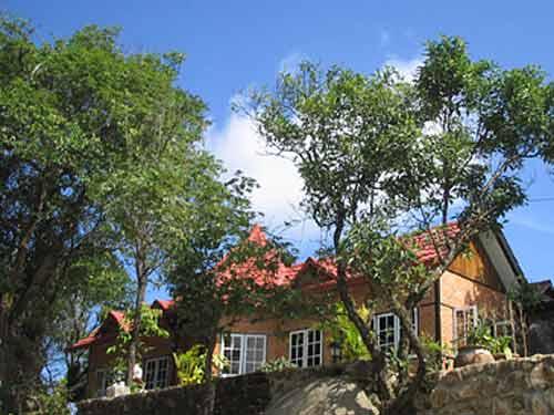 Myanmar Strand Rundreise: Berghotel - goldener Fels
