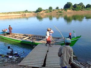 Mit dem Boot das Landleben erkunden bei Hsipaw