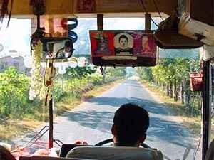 Mit dem Bus nach Loikaw