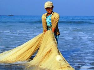 Rundreise Myanmar: Einholen der Fische