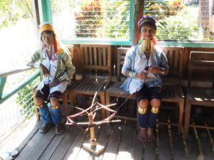 Longneck-Frauen bei Loikaw