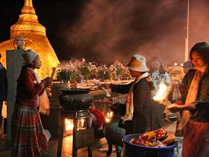 Rundreise Myanmar - abendliche Stimmung am goldenen Felsen