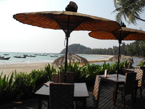 Essen mit Blick aufs Meer am Ngapali Beach