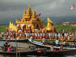 Phaung Daw Oo Pagoden Fest am Inle See