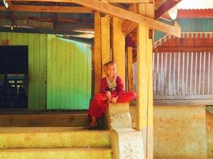 Myanmar Individualreise - Kleine Mönche bei Hsipaw
