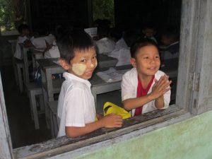 Lächelnde Kinder Myanmar