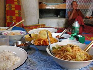 Rundreise Myanmar: Landestypisches Essen in Mandalay