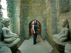 Tempelgang in Mrauk U