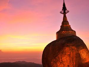 der goldene Fels im Abendlicht