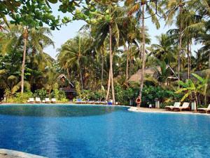 großer Pool am Ngapali Beach