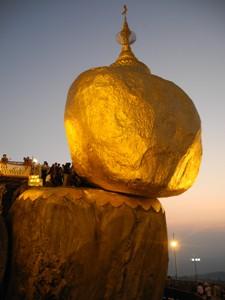 der goldene Felsen im stimmungsvollen Licht