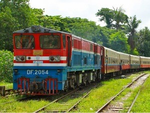 Myanmar individuell  erleben - farbenfroher Zug in Myanmar