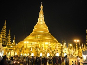 Myanmar Strand Rundreise: Die Shwedagon Pagode bei Nacht