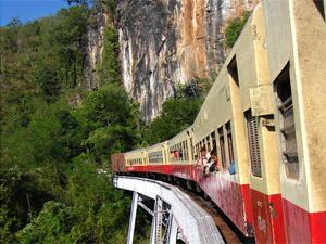 Mit dem Zug über das Gokteik Viadukt