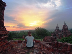 Sonnenaufgang auf dem Tempel in Bagan