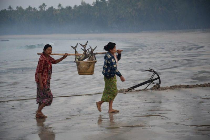 Fischfang am Strand von Ngapali
