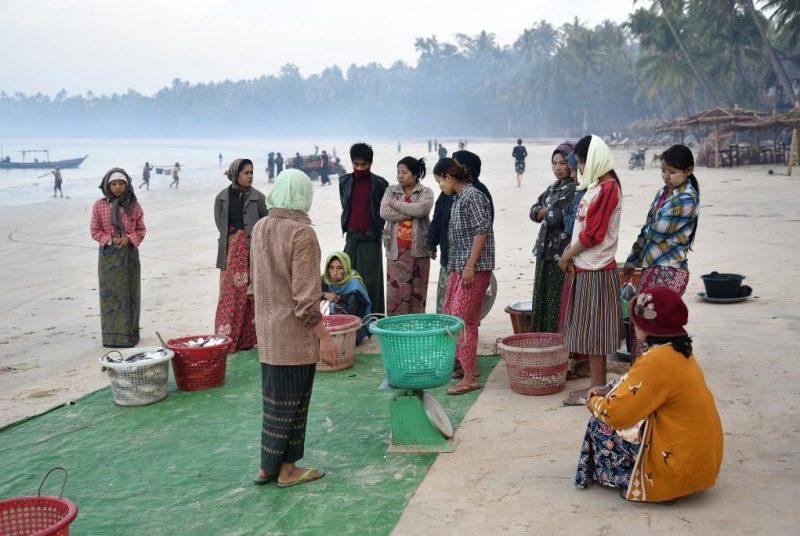 Der frische Fisch wird direkt am Strand verkauft