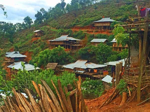 Einfache Akha Hütten