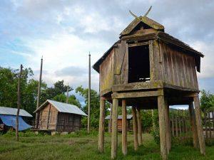 Dorf im Kayah Staat und Trekking zu den Langhalsfrauen