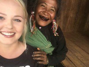 Reisende mit Einheimischer in Keng Tung