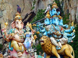 Figuren bei den Batu Caves in der Nähe von Kuala Lumpur