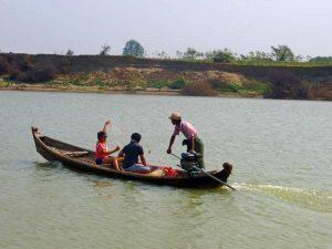 Yangon nach Bagan: Reisende mit burmesischen Fischern